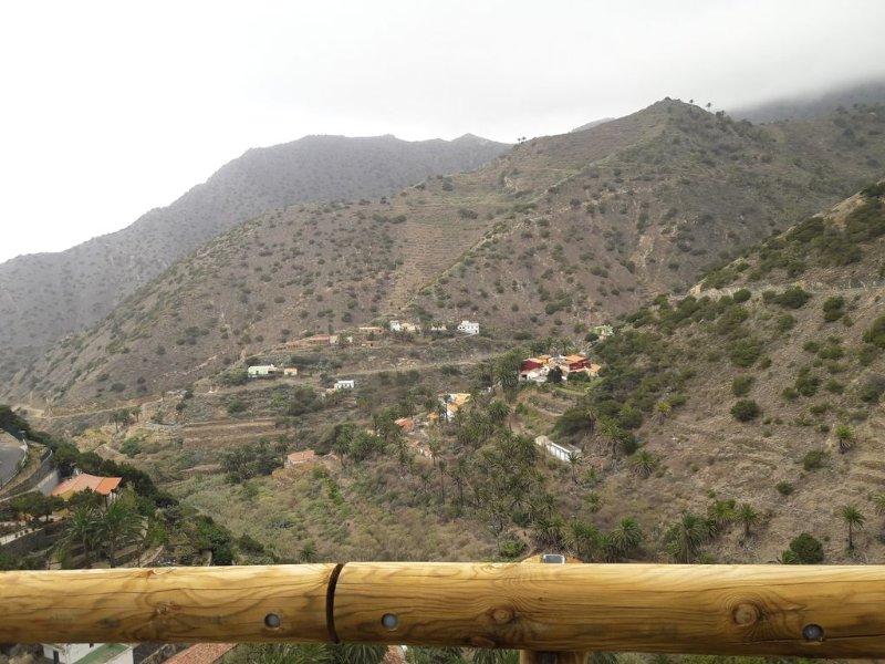 Casa rural con terraza enclavado en un hermoso paisaje, location de vacances à Vallehermoso