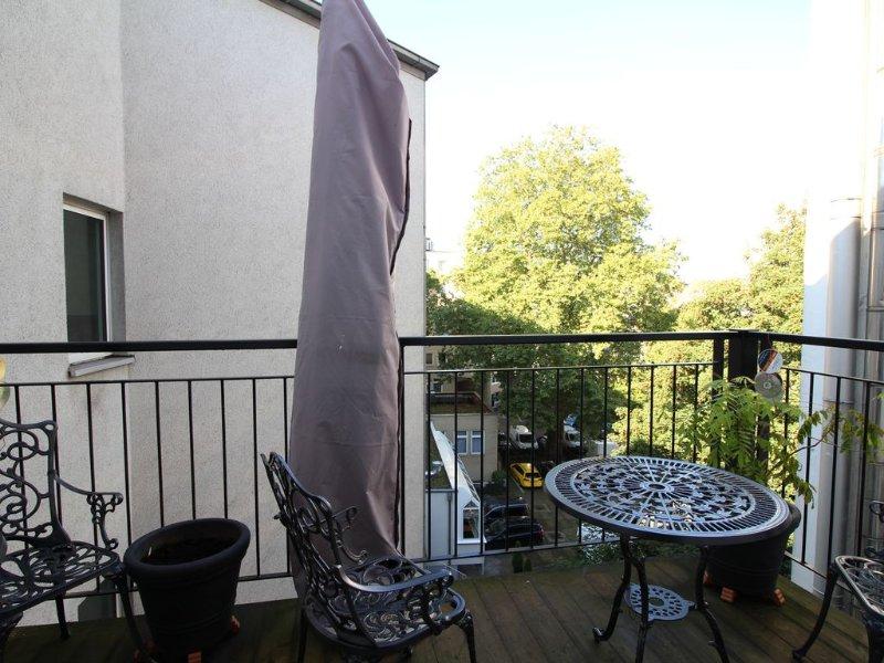 Ruhiger Balkon zum Hinterhof/ Balcony oriented to the back yard