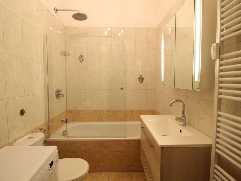 Schöne & große Badewanne/ Nice & big bathtub