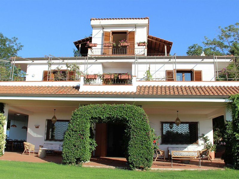 Beautiful villa is situated along one of the most charming coast-lines, holiday rental in Ricadi