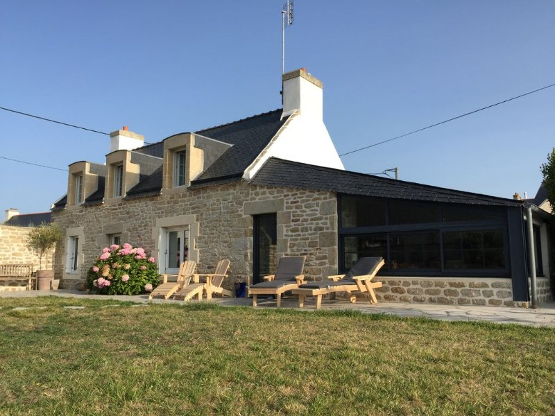 Penty Bigouden classé 4* SAINT GUENOLE plage de PORS CARN grand jardin, holiday rental in Penmarch