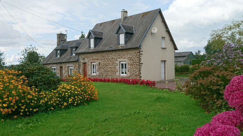 house in the country in low Normandy / NECK / garden in a quiet, wifi grat, holiday rental in Cuves