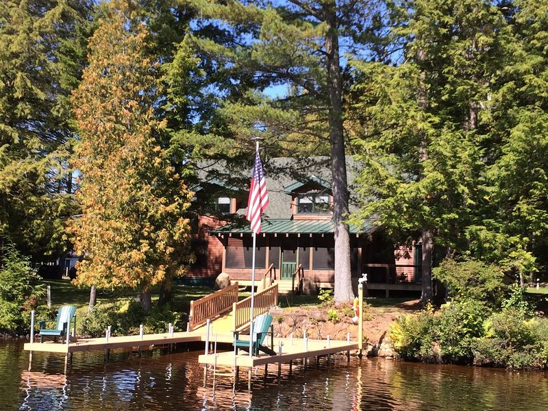 Waterfront year-round lodge surrounded by magnificent lakes and mountains, holiday rental in Tupper Lake