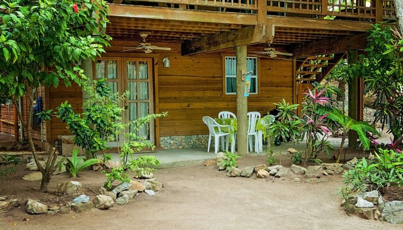 2 Bedroom Apartment  Blue Island Divers Resort – semesterbostad i Sandy Bay