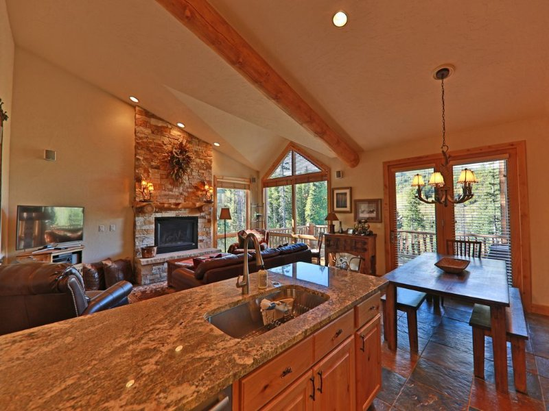 EXQUISITE MTN. HOME! PERF. FOR 2 FAMILIES! 2 Living Rms! MLK & a few wks left!, vacation rental in Winter Park