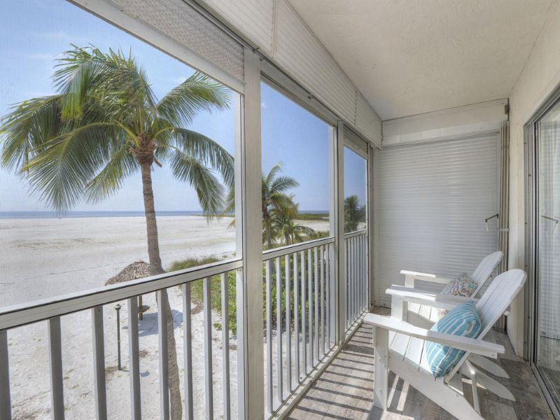 South Island Sandy Beach - Waters Edge, vacation rental in Fort Myers Beach
