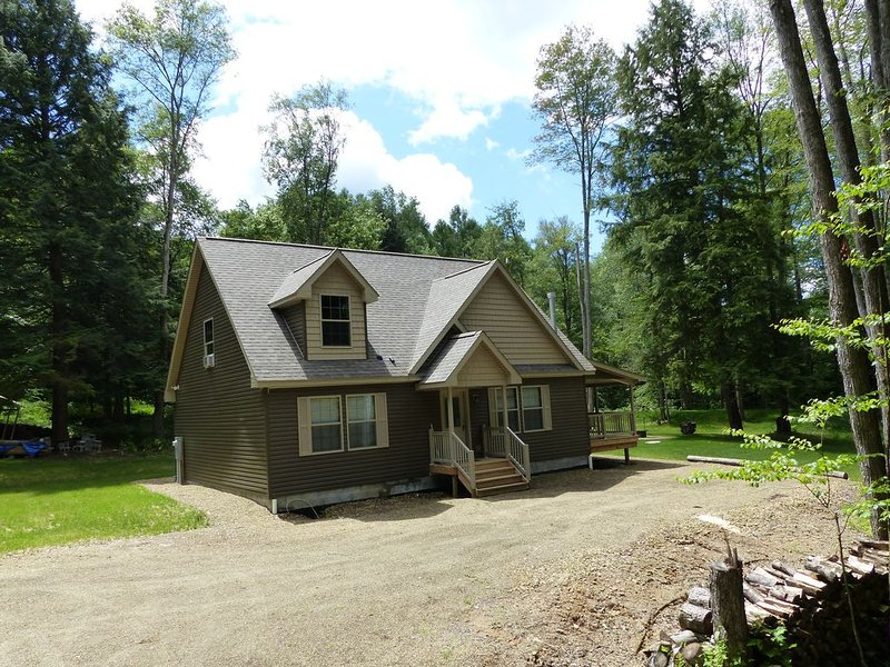 Beautiful, Quiet and New Lodge in the Heart of the PA Elk Range, holiday rental in Benezette