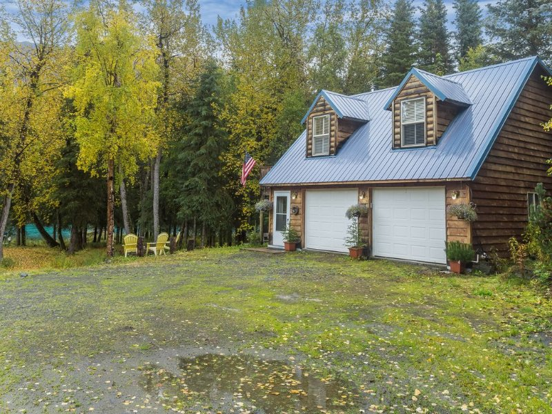 Charming Cottage on the bank of Upper Kenai River