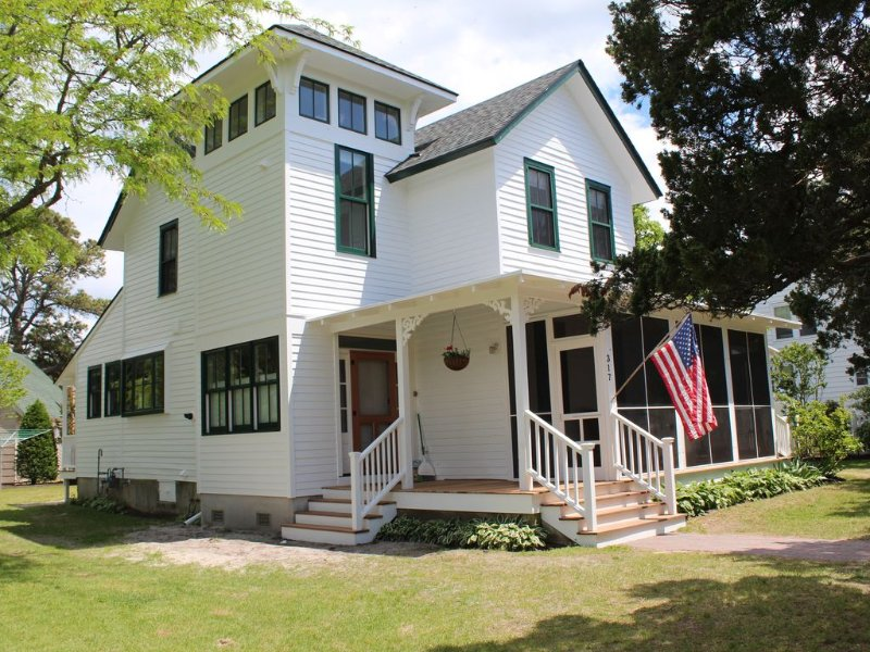 Perfectly Situated Victorian Farmhouse, vacation rental in Cape May Point