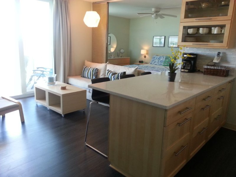 Great 9th Floor Views and Just 103 Yards from the Beach!, holiday rental in Fort Myers Beach