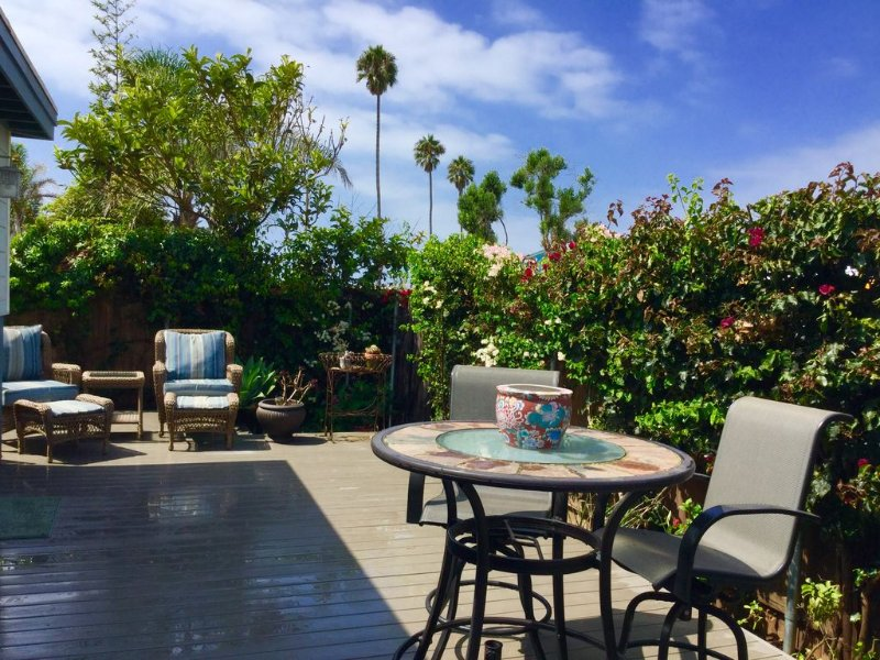 Newly Remodeled Pierpont Beach Bungalow just 10 Houses from the Beach, vacation rental in Ventura