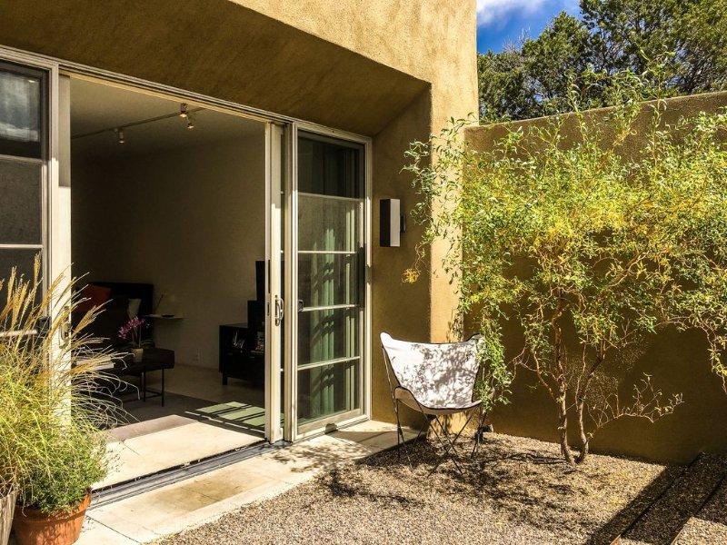Upper Canyon Studio - Modern Santa Fe Studio, holiday rental in Santa Fe