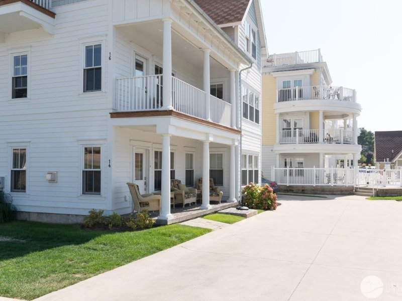 Bright and Airy Condo w/ Fireplace & Pool across from the Channel!, holiday rental in Grand Haven