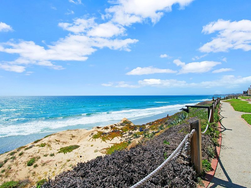 Oceanfront Gem - Professionally Cleaned According to CDC Cleaning Guidelines, location de vacances à Solana Beach