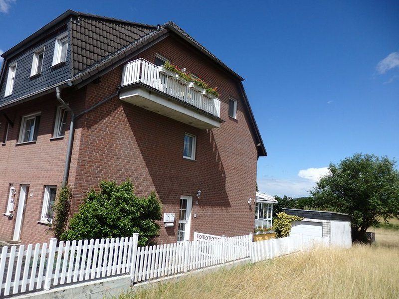 Bright, friendly 60 sqm apartment with balcony, holiday rental in Remscheid