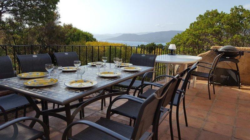 Grande villa de charme à Propriano : superbe vue sur la mer et les collines, vacation rental in Propriano