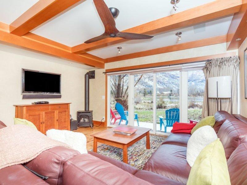 Buena Vista--Best Luxury View Condo in Telluride-Sleeps 6, holiday rental in Telluride