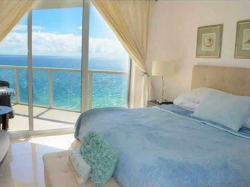 La Perla 5 star Condo  STR-00547, vacation rental in Sunny Isles Beach