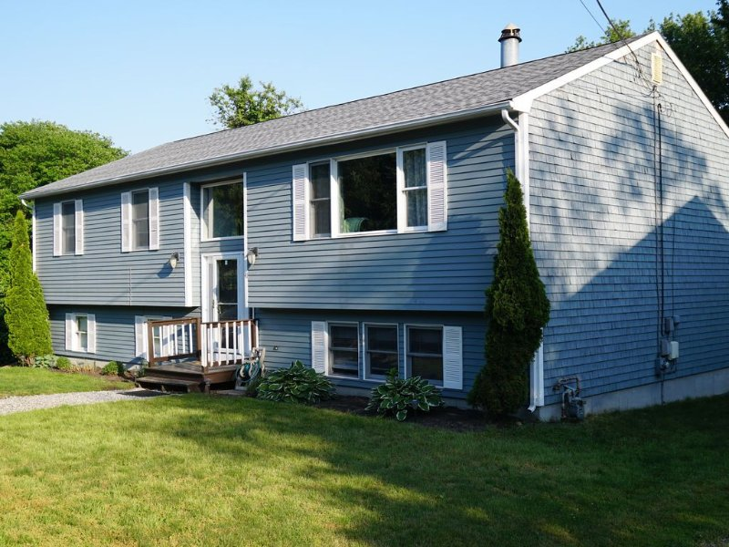 Narragansett ***. 5 Bedrooms, 3 full bathrooms, central air on cul-de-sac, location de vacances à Narragansett