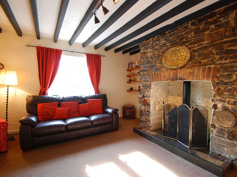2 Bed character cottage North Wales, 15 minutes from beaches, Nr Colwyn Bay, holiday rental in Trofarth