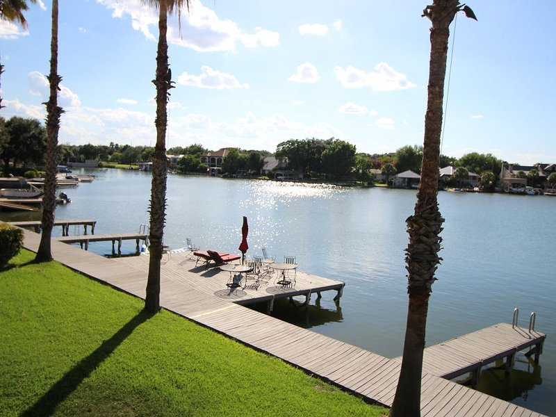 Beautiful, Waterfront Townhome on Constant Level Lake LBJ, alquiler de vacaciones en Horseshoe Bay