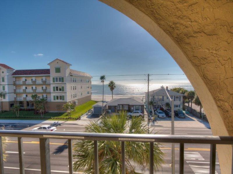 Fabulous View. Great Value. All Updated and Fresh!, aluguéis de temporada em Madeira Beach