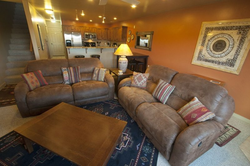 Beautiful Townhome - 3 Bedrooms, 2.5 Baths,  Double Garage, vacation rental in Moab