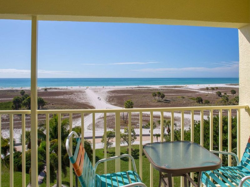Fantastic Location on the Beach. Great Value in a Premier Resort., holiday rental in Treasure Island