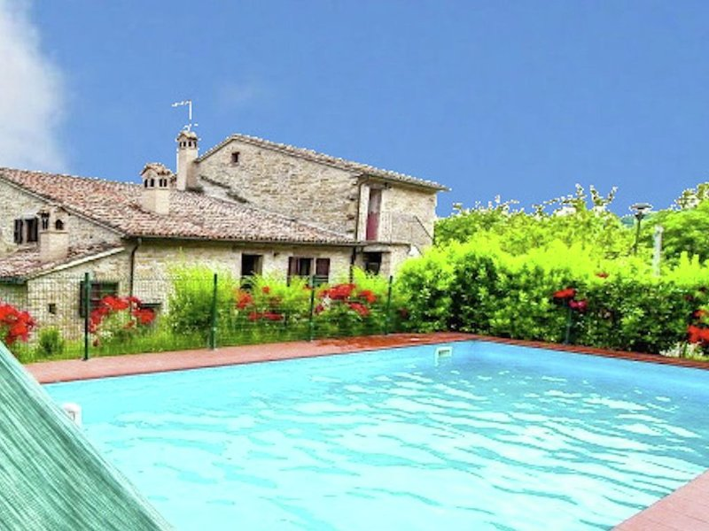 Rustic country house in the hills, large garden and private pool, nice view, vacation rental in Piandimeleto
