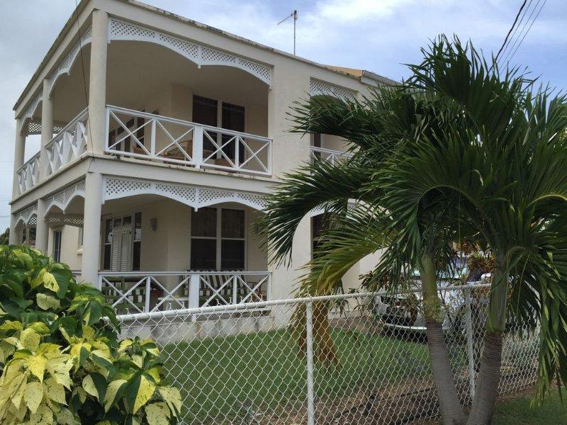 Perfect Barbados family vacation property, 5 min walk to beautiful beach., vakantiewoning in Black Rock