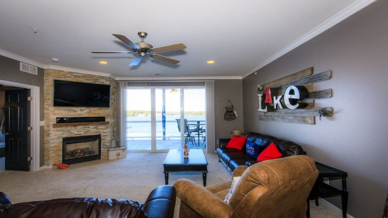 SANITIZED - Designer Lakefront 3BR/2BA at Luxe Lands End, vacation rental in Osage Beach
