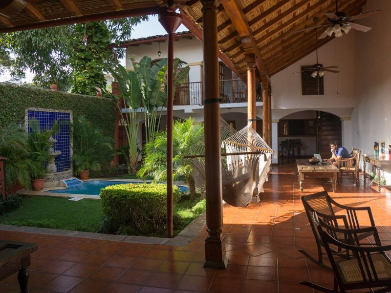 Enjoy Central District Colonial House 'La Gran Sultana' + Pool, alquiler de vacaciones en Masaya Department