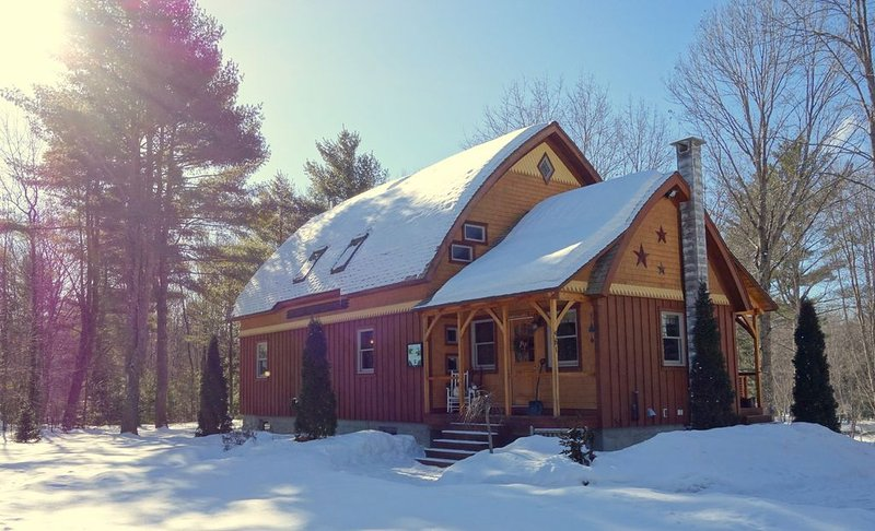 Winter Beauty Tucked away, mins to North Conway Saco River, skiing snowmobiling, alquiler vacacional en Cornish