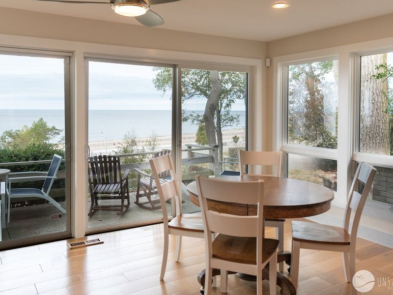 West Wind: 3 BD Cottage w/ Lake Michigan Views & New Updates (Sleeps 8), holiday rental in Grand Haven
