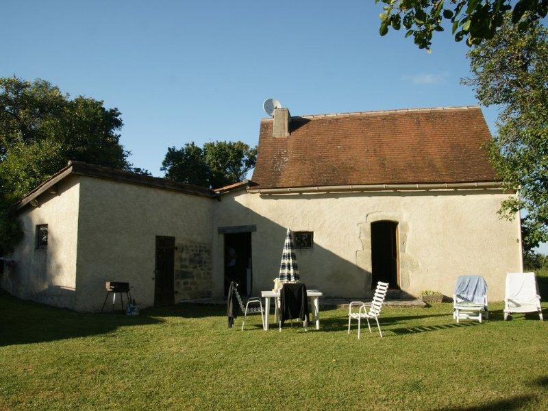 Ancienne bergerie  au milieu d'un verger et d'une prairie de 2 ha, location de vacances à Montfaucon