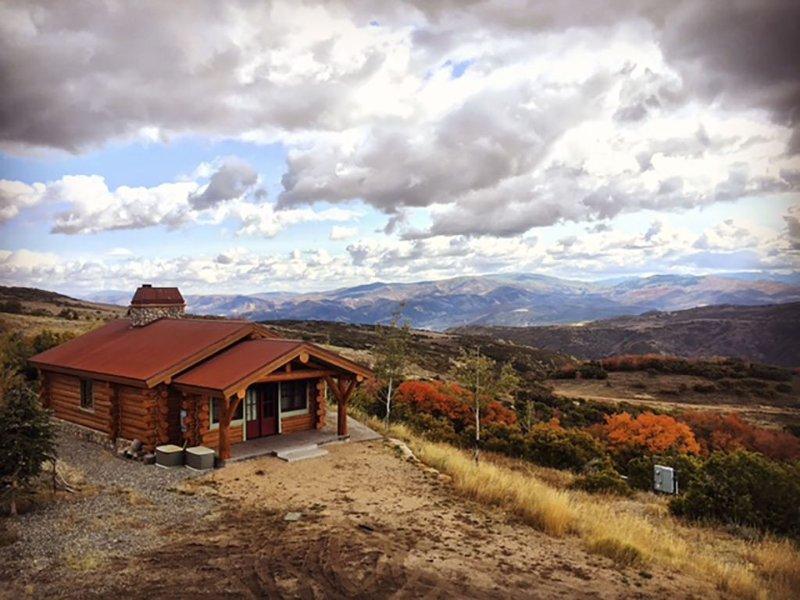 Our Family Log Cabin On 60 Acres, location de vacances à Coalville