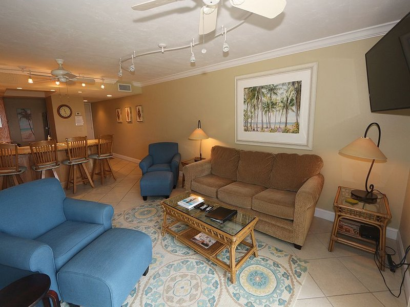 Beach Castle #3: 2 BR / 2 BA Resort on Longboat Key by RVA, Sleeps 6, holiday rental in Longboat Key
