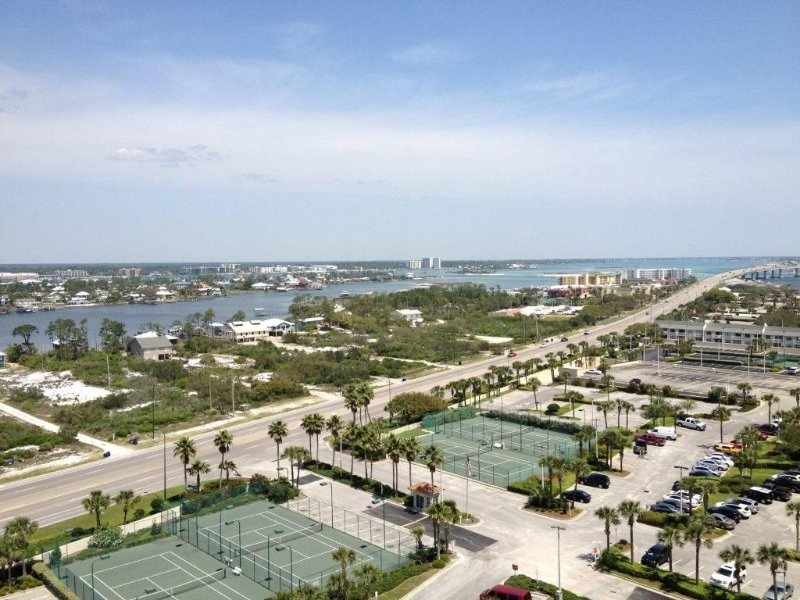 View of the front of the Phoenix VI...beautiful bay views, tennis courts....