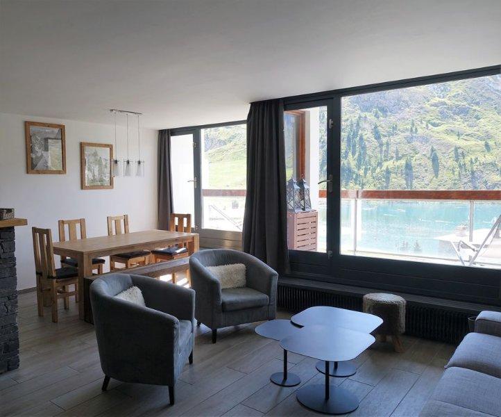 Tignes le lac - luxueux 4 pièces vue lac et glacier 78 m2, holiday rental in Tignes