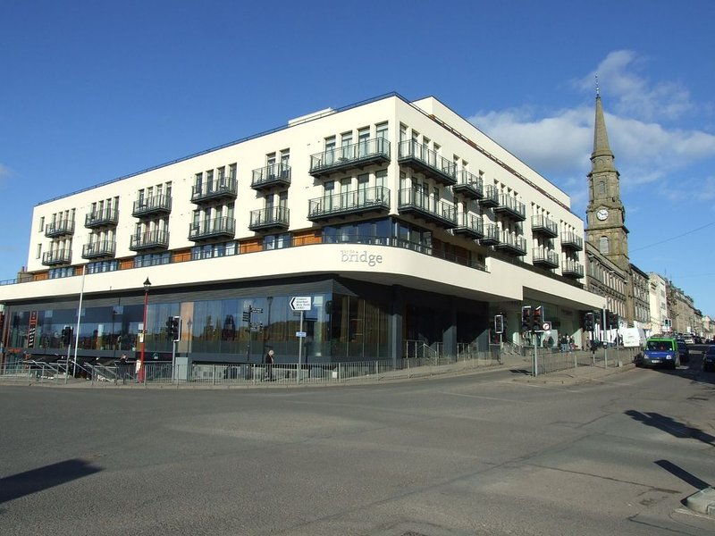 In the heart of the city centre, great views from the balcony of Inverness Castl, vacation rental in Inverness