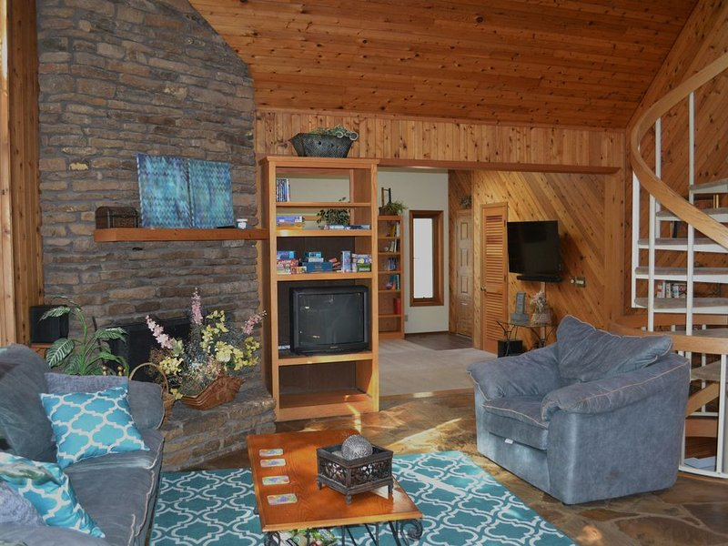 ~LOOK~LAkEFRoNt with Sauna & NEW hot tub. Book now for spring!, vacation rental in Garfield