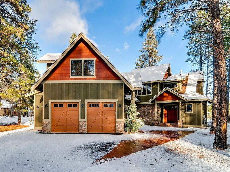 3rd Nt Free, NEW SNOW! 12th Manor Estate|3 Masters, Hot Tub, Gm Rm|Slp14, holiday rental in South Cle Elum