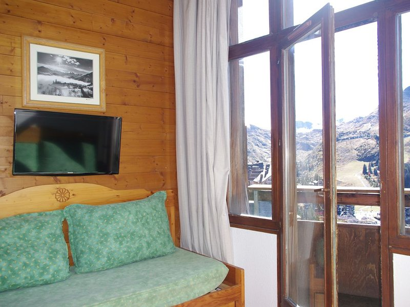 LumineuxT2 scullery top floor south facing exceptional view on the slopes, vacation rental in Morzine