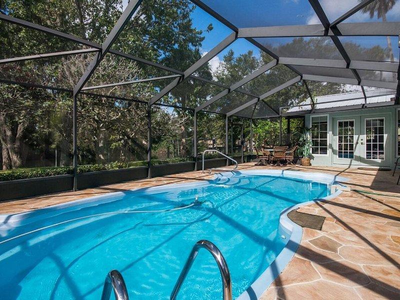 Screened, solar heated pool Casa Del Rio
