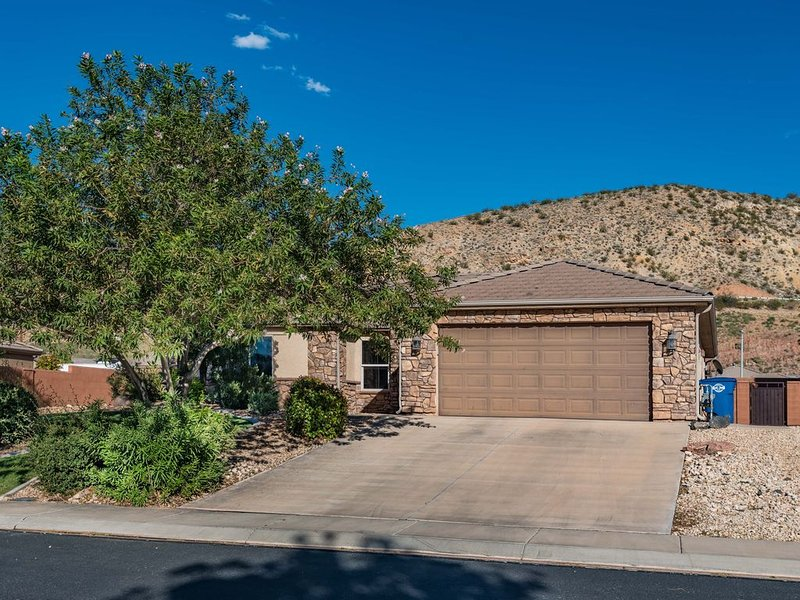 Beautiful 3 Bedroom Home In Quiet Neighborhood Close To Zion National Park, holiday rental in Toquerville