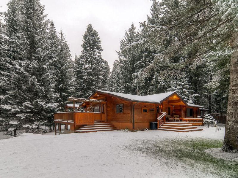 2-for-3 Winter*One-of -a -Kind Secluded Riverfront Home Near Suncadia, casa vacanza a Cle Elum