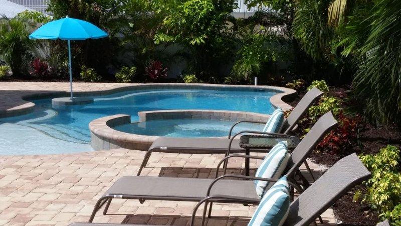 4 Bed/3 Bath BUNGALOW Heated Pool & Spa Bikes Kayaks free Wi-Fi, holiday rental in Holmes Beach