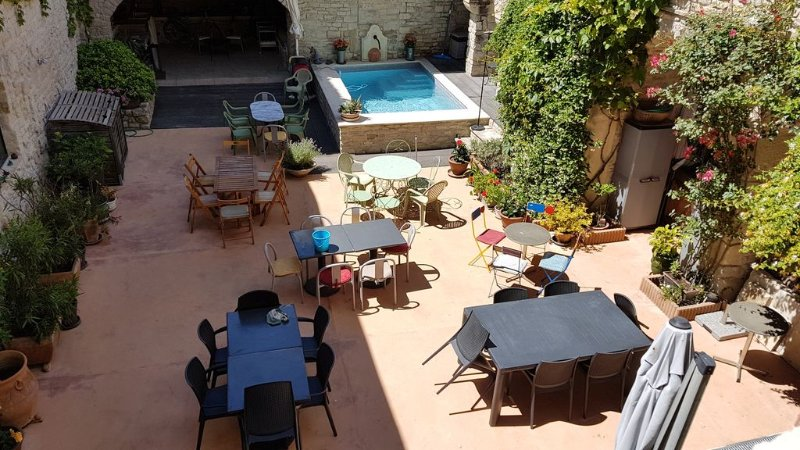 Appartement neuf 120 m² dans demeure XVII ème siècle, holiday rental in Clarensac
