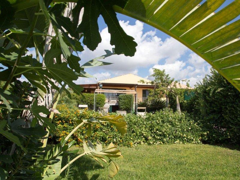 Villa con Piscina Panoramica Vista Mare SUD-EST Sicilia, holiday rental in Scicli