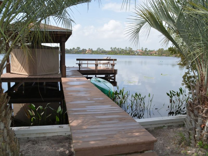5 Ac, Spacious 3/2 Lakefront Retreat, Private Pool/Hot Tub/Dock, High Speed WiFi, holiday rental in Chuluota